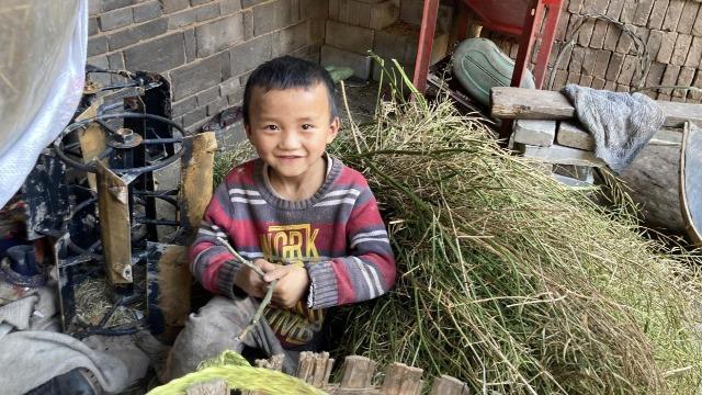 卫生包援助山区儿童